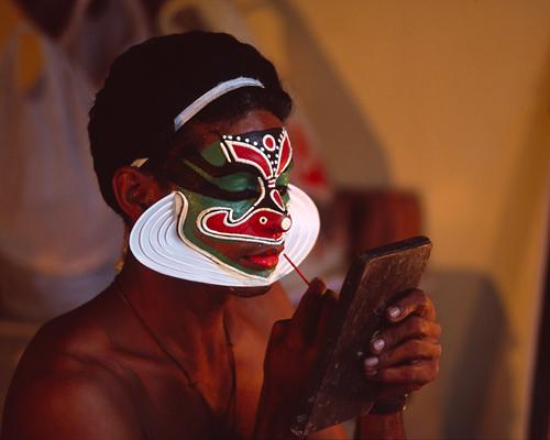 http://alanlittle.org/Gallery/India/KathakaliMakeup5.jpg